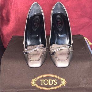 Stylish TOD'S Patent Leather Grey pumps
